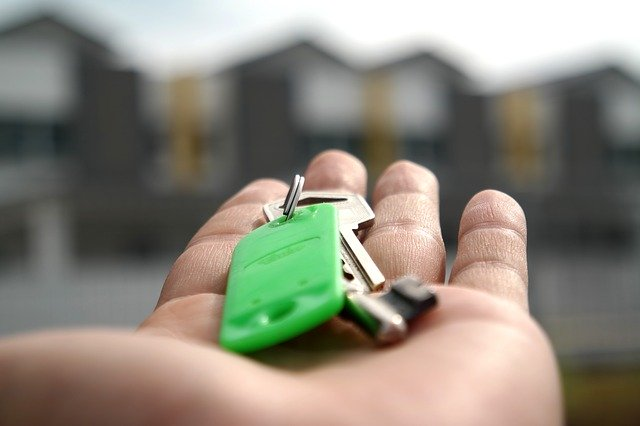 handing keys over after selling to an ibuyer