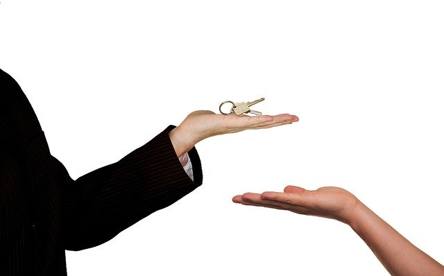 handing keys over after fast sale of house